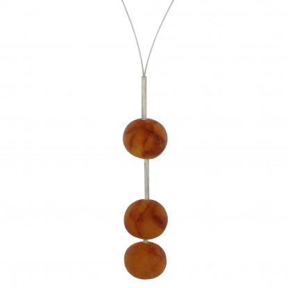 Collier câble, Trois boules d'ambre.