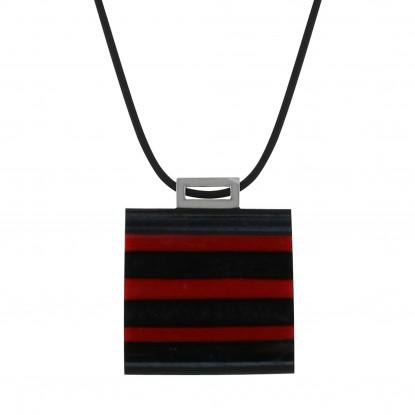 Pendentif carré à rayures noir/rouge.